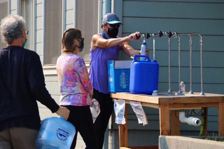 Golden State Fire Apparatus, W.S. Darley Provide Water to CA Fire Victims